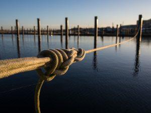 ein starkes Tau im Hafen - als Symbol für die Reißleine